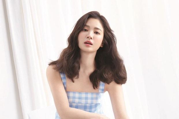 Lộ tạo hình của Song Hye Kyo ở phim mới, tươi cười rạng rỡ lại còn xinh xuất sắc luôn - Ảnh 2.