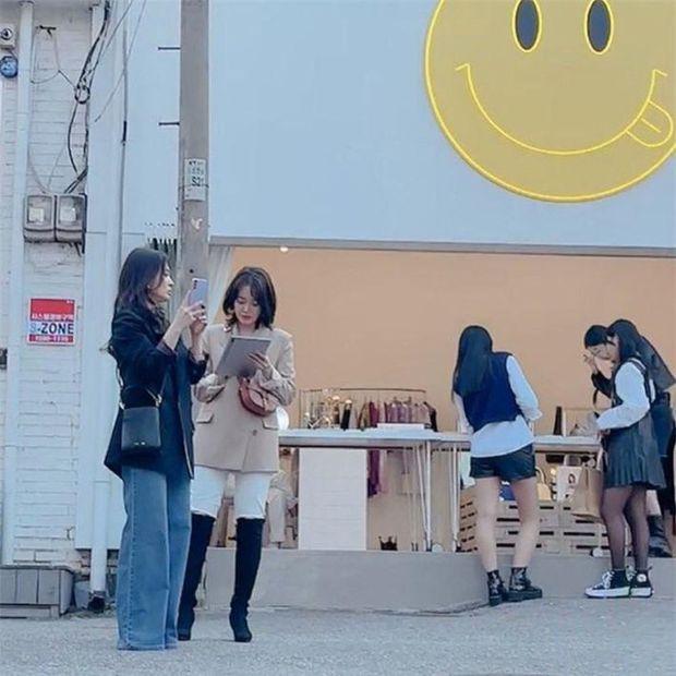 Lâu lắm rồi mới thấy Song Hye Kyo ngoài đời: Từ xa đã xinh đẹp ngất ngây, ống kính team qua đường không dìm nổi nhan sắc - Ảnh 6.
