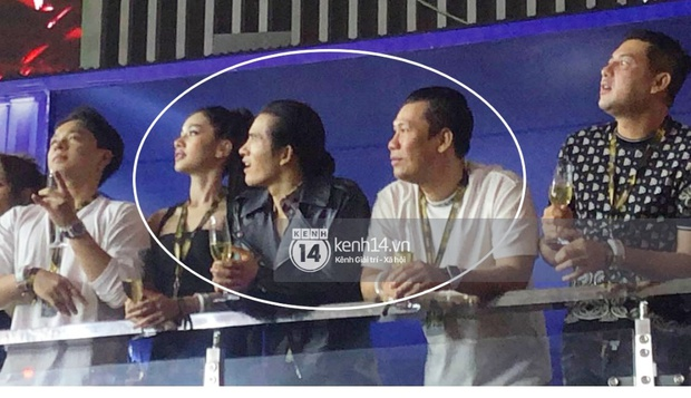 Clip chồng cũ Lệ Quyên và tình trẻ kém 27 tuổi Cẩm Đan sánh đôi ở concert Rap Việt, còn tương tác với nhau thế này đây - Ảnh 6.