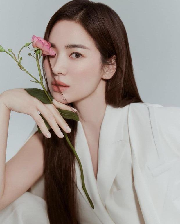 Lộ tạo hình của Song Hye Kyo ở phim mới, tươi cười rạng rỡ lại còn xinh xuất sắc luôn - Ảnh 5.