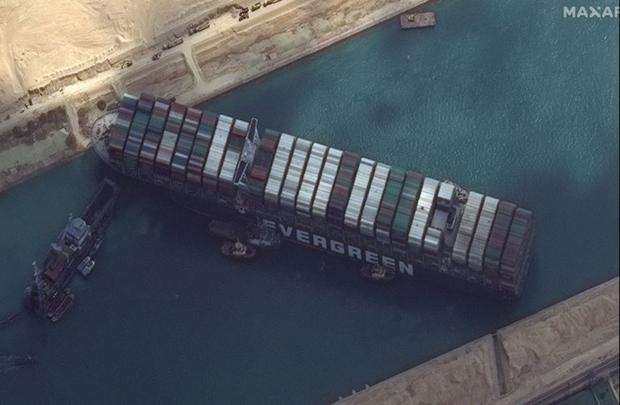 Ai Cập đòi bồi thường trước khi thả tàu Ever Given từng chắn ngang kênh đào Suez - Ảnh 1.
