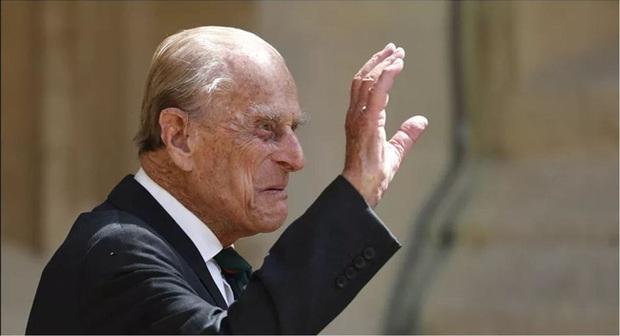Những ngày cuối đời của Hoàng tế Philip bên cạnh Nữ hoàng Anh với một loạt hành động khác lạ so với ngày thường - Ảnh 2.