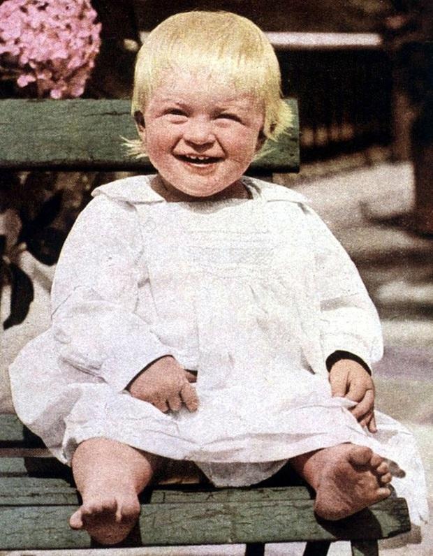 Tuổi thơ cơ cực của Hoàng tế Philip: Mẹ nằm viện tâm thần, chị gái bị tai nạn máy bay tử vong, từ hoàng tử lưu vong trở thành phu quân Nữ hoàng Anh - Ảnh 1.