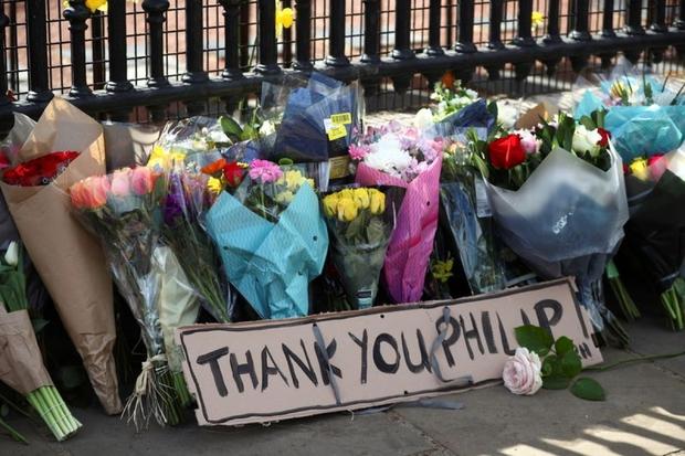 Người dân thế giới bày tỏ niềm tiếc thương trước sự ra đi của Hoàng thân Philip - Ảnh 1.