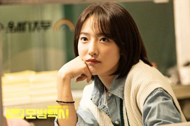 Phim nối sóng Penthouse có rating mở màn khủng bất chấp bê bối của Na Eun (Apirl) - Ảnh 4.