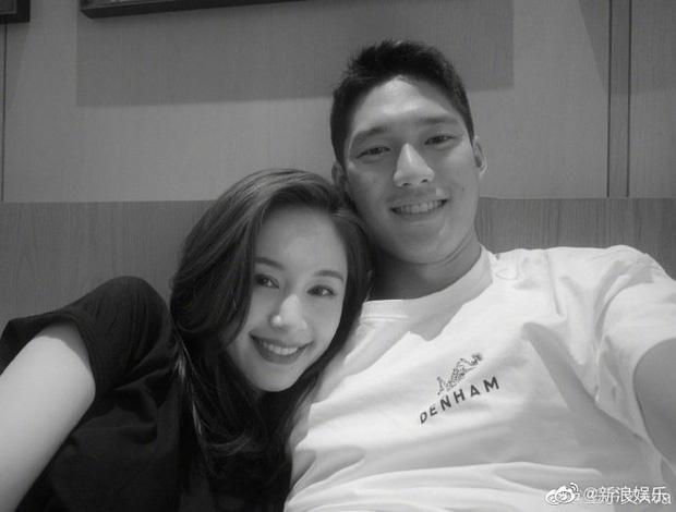 Cbiz thêm 1 cặp đôi cực hot: Mẹ đơn thân Vương Tử Văn tuyên bố hẹn hò với nam thần TV show, cảnh hôn của 2 người gây bão - Ảnh 2.