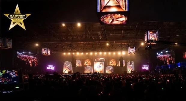 4 tiếng Rap Việt Concert: Sân khấu hoành tráng với 1001 chiêu trò, những sự vắng mặt đáng tiếc, GDucky có lấn lướt Dế Choắt? - Ảnh 1.