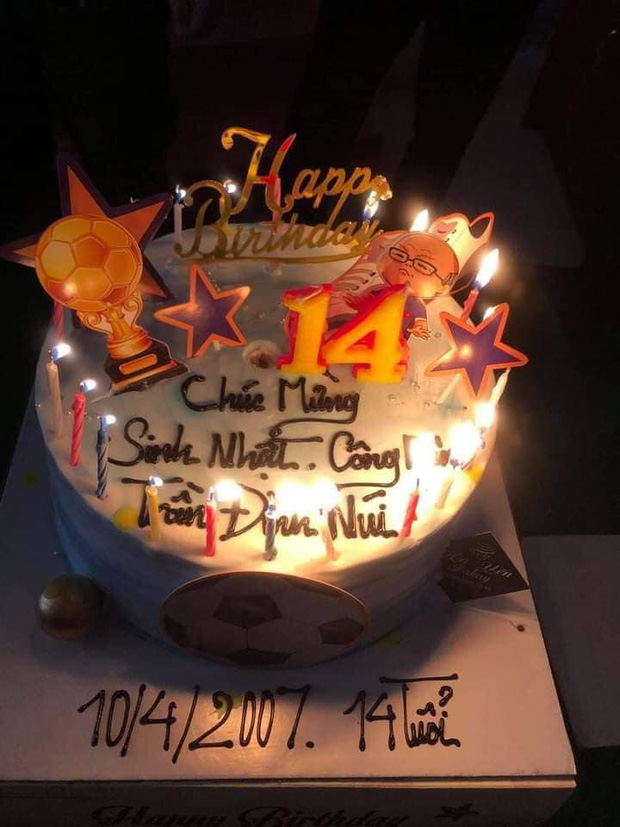Đi xin cấp CCCD đúng 0h ngày sinh nhật 14 tuổi, thiếu niên được tổ công tác tặng món quà không bao giờ quên - Ảnh 3.