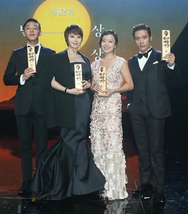 Dám yêu dám hận, 4 mỹ nhân châu Á trở mặt cực gắt khi cạn tình: Song Hye Kyo quá lạnh lùng nhưng chưa là gì so với Trịnh Sảng - Ảnh 7.