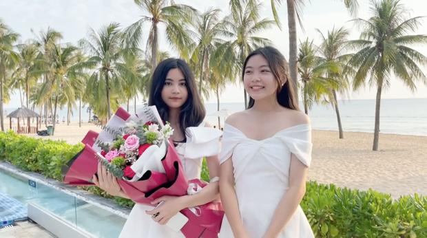 Tiểu thư út nhà MC Quyền Linh khoe nhan sắc tuổi 13 cực xinh, đôi chân dài như người mẫu tạo điểm nhấn - Ảnh 4.