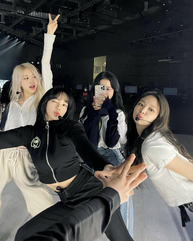 BLACKPINK bị bóc hát nhép từ chương trình radio cho đến concert, netizen bất ngờ bênh vực: Thiếu gì lúc nhóm hát live đâu nào! - Ảnh 3.