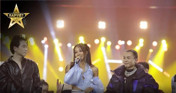 4 tiếng Rap Việt Concert: Sân khấu hoành tráng với 1001 chiêu trò, những sự vắng mặt đáng tiếc, GDucky có lấn lướt Dế Choắt? - Ảnh 5.