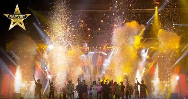 4 tiếng Rap Việt Concert: Sân khấu hoành tráng với 1001 chiêu trò, những sự vắng mặt đáng tiếc, GDucky có lấn lướt Dế Choắt? - Ảnh 7.