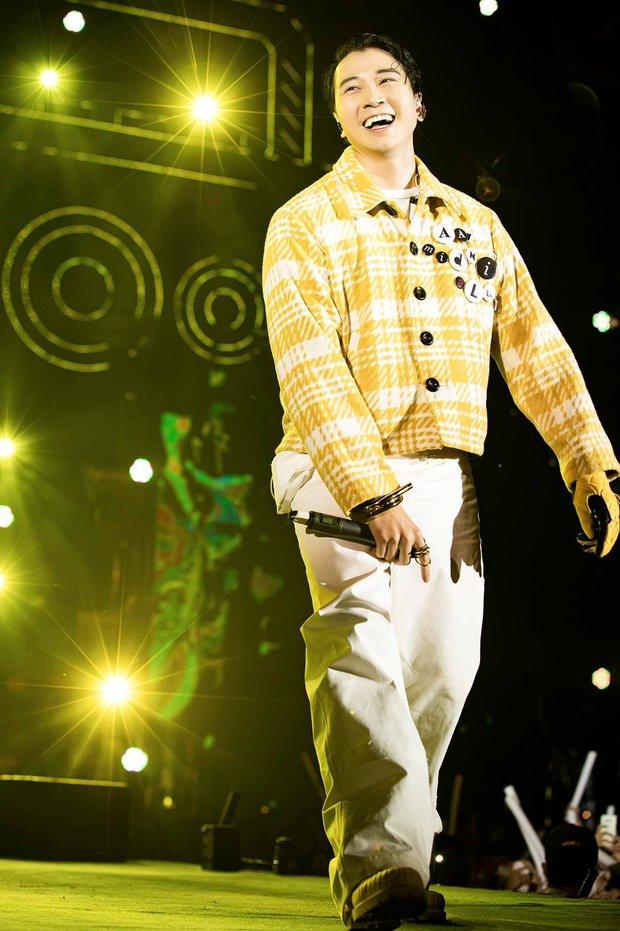 Karik đi cà nhắc nhưng biểu diễn cực cháy, Rhymastic cũng trình làng ca khúc mới tại concert Rap Việt - Ảnh 4.