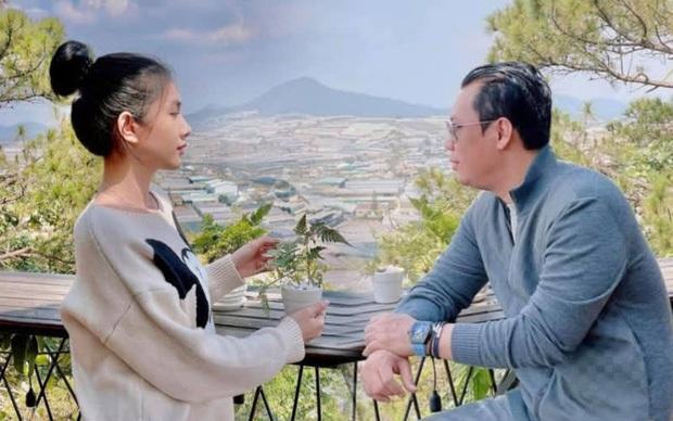 Bắt trọn clip đại gia Đức Huy ôm hôn tình trẻ Cẩm Đan giữa show Rap Việt, như này tính là công khai chưa? - Ảnh 8.