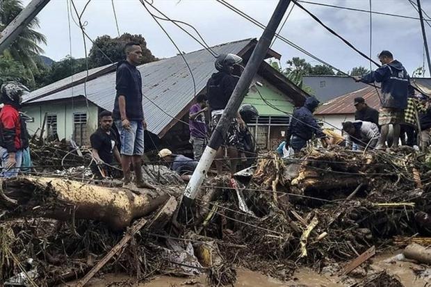Bão Seroja đổ bộ vào Indonesia khiến 174 người thiệt mạng - Ảnh 1.