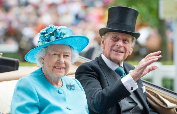 Tiết lộ nơi cất giữ thi hài Hoàng tế Philip cho tới khi Nữ hoàng qua đời, nguyên nhân sâu xa khiến công chúng tuôn trào nước mắt - Ảnh 2.