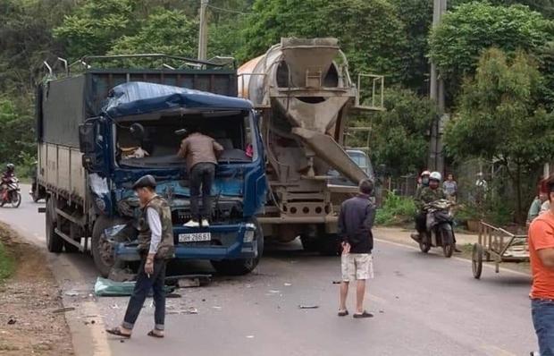 Thoát chết khó tin sau vụ tai nạn liên hoàn trên Quốc lộ 6 - Ảnh 1.