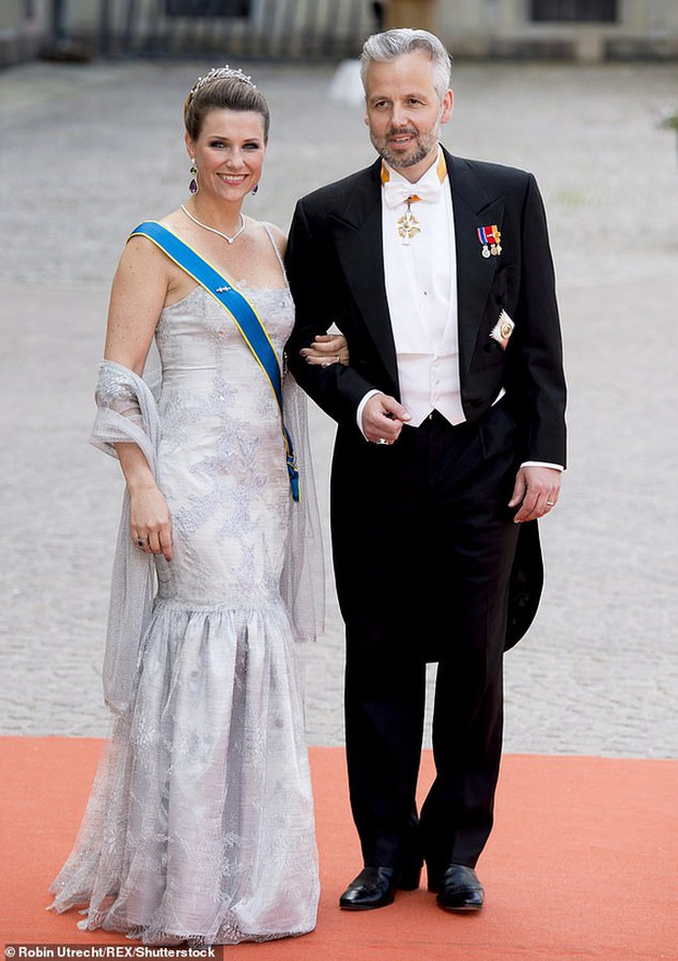 Công chúa Na Uy tiết lộ kế hoạch bỏ nhà theo người tình - Ảnh 2.