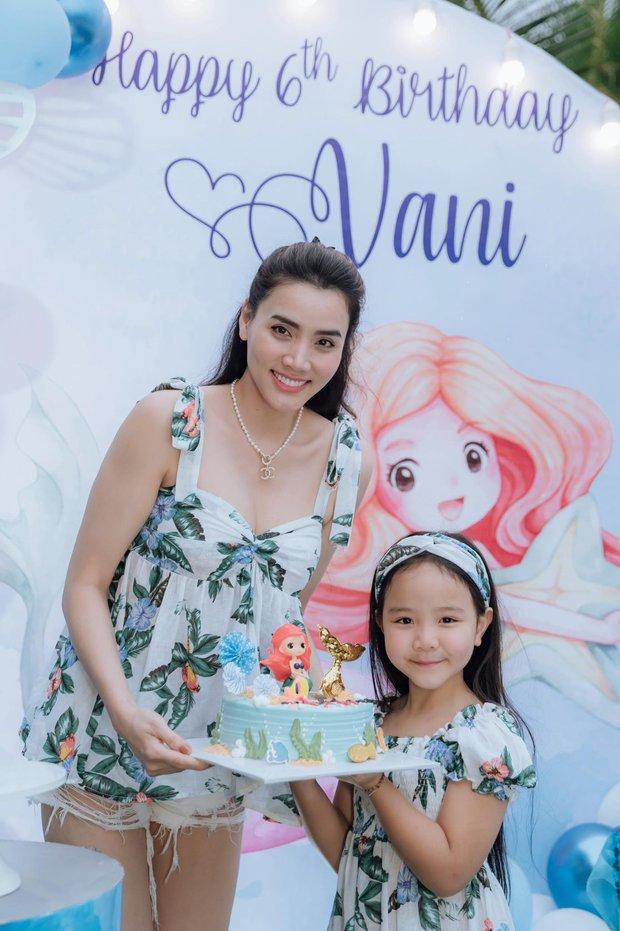 Hết 2 cháu gái thi Hoa hậu, đến con gái Trang Nhung mới 6 tuổi đã được chú ý nhờ nhan sắc gen trội trong tiệc sinh nhật - Ảnh 3.
