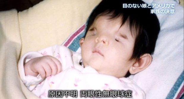 Nhìn mặt con gái mới sinh, người mẹ muốn tự sát nhưng bất thành, không ngờ lại tìm thấy điều kỳ diệu 18 năm sau - Ảnh 1.