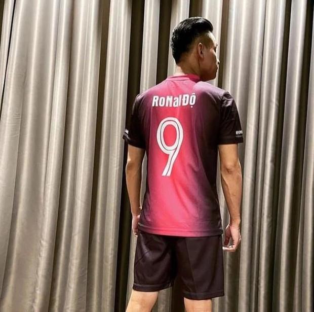Bắt chước thần tượng Ronaldo, Độ Mixi cũng sử dụng thủ thuật hack chiều cao khi chụp ảnh - Ảnh 5.