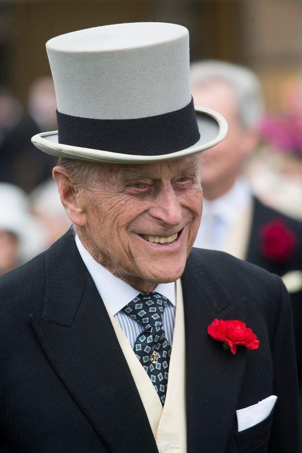 Tiết lộ nơi cất giữ thi hài Hoàng tế Philip cho tới khi Nữ hoàng qua đời, nguyên nhân sâu xa khiến công chúng tuôn trào nước mắt - Ảnh 4.