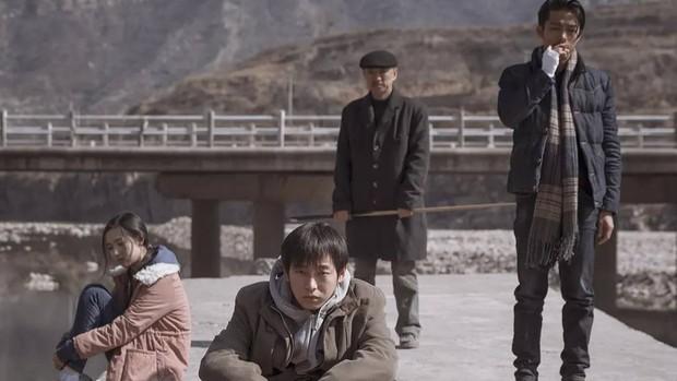 Phim Trung khiến đạo diễn treo cổ tự tử trước ngày công chiếu, vượt mặt Trương Nghệ Mưu thắng giải cao nhất - Ảnh 2.