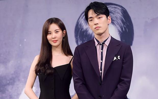 Dispatch tiết lộ có 13 cảnh tình tứ bị cắt ở Time: Đến cả lễ cưới mà Kim Jung Hyun cũng không nắm tay Seohyun - Ảnh 1.