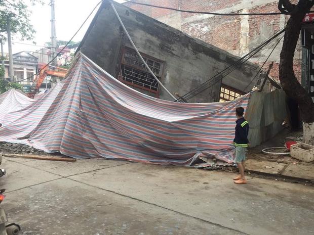 Ảnh: Cận cảnh hiện trường vụ sập nhà 3 tầng do hàng xóm đào móng ở Lào Cai - Ảnh 6.