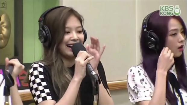 BLACKPINK bị tố hát nhép vì sự cố giật mic của Jennie? - Ảnh 1.