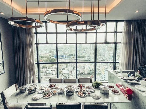 Thanh Thảo mừng tân gia nhà mới, hé lộ không gian giàu có của căn hộ view triệu đô - Ảnh 1.