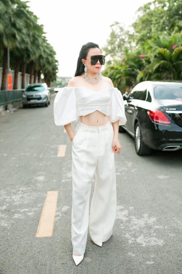 Chia tay Quách Ngọc Ngoan, Phượng Chanel hết khoe body bên xe tiền tỷ đến cô con gái nóng bỏng và netizen phản ứng khá bất ngờ - Ảnh 2.