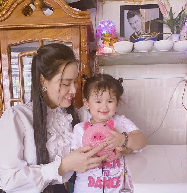 Con gái út đã nhận được kỷ vật cuối cùng của NS Vân Quang Long sau 100 ngày, nhìn nụ cười bên di ảnh mà xót xa - Ảnh 3.