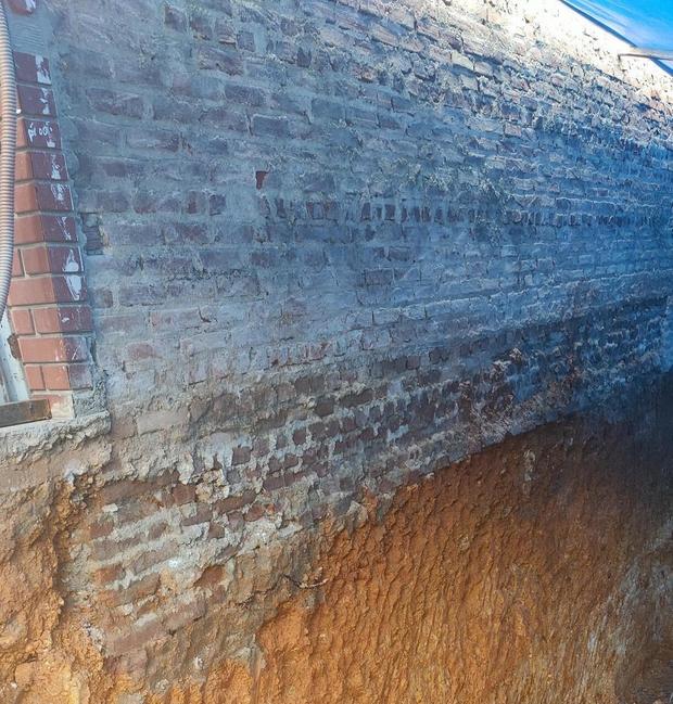 Ảnh: Cận cảnh hiện trường vụ sập nhà 3 tầng do hàng xóm đào móng ở Lào Cai - Ảnh 3.