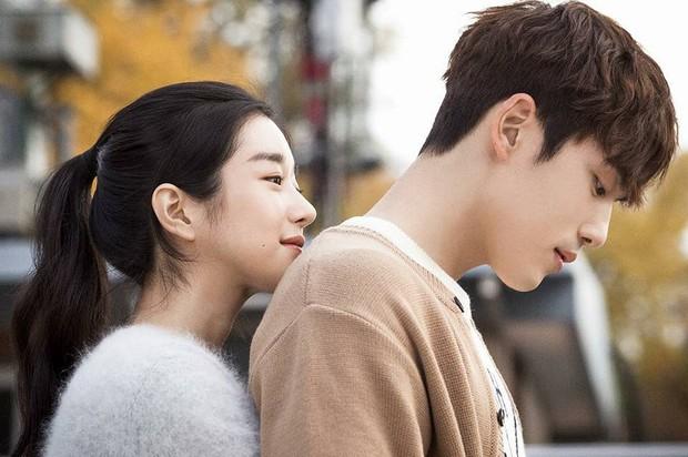 Soi hint Seo Ye Ji và Kim Jung Hyun (Hạ Cánh Nơi Anh) hẹn hò: Nhìn nhau ám muội, hẹn hò đến tặng quà lồ lộ mà không ai hay - Ảnh 5.
