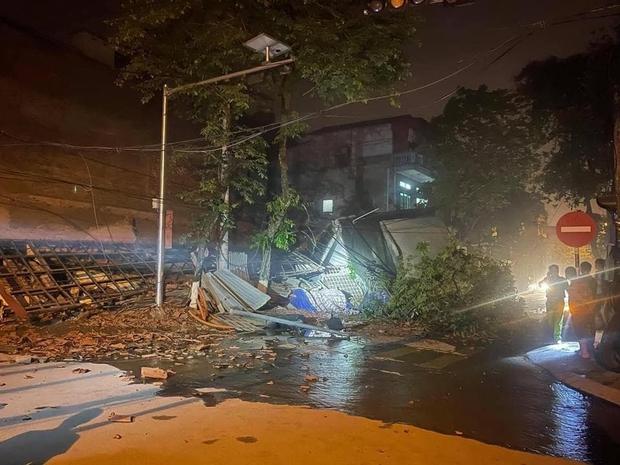 Ảnh: Cận cảnh hiện trường vụ sập nhà 3 tầng do hàng xóm đào móng ở Lào Cai - Ảnh 2.
