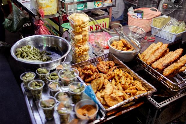 Gọi chợ Hồ Thị Kỷ là vũ trụ ăn uống giữa Sài Gòn vì muốn tìm món nào cũng có, ăn no ngập mặt mà tốn chưa tới 100k - Ảnh 38.