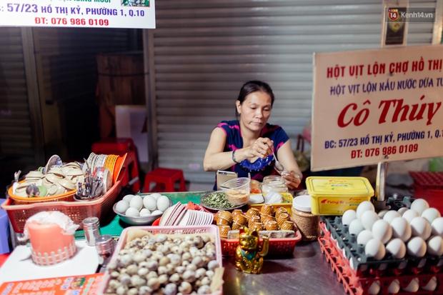 Gọi chợ Hồ Thị Kỷ là vũ trụ ăn uống giữa Sài Gòn vì muốn tìm món nào cũng có, ăn no ngập mặt mà tốn chưa tới 100k - Ảnh 23.