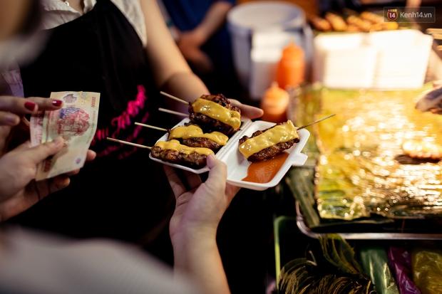Gọi chợ Hồ Thị Kỷ là vũ trụ ăn uống giữa Sài Gòn vì muốn tìm món nào cũng có, ăn no ngập mặt mà tốn chưa tới 100k - Ảnh 31.
