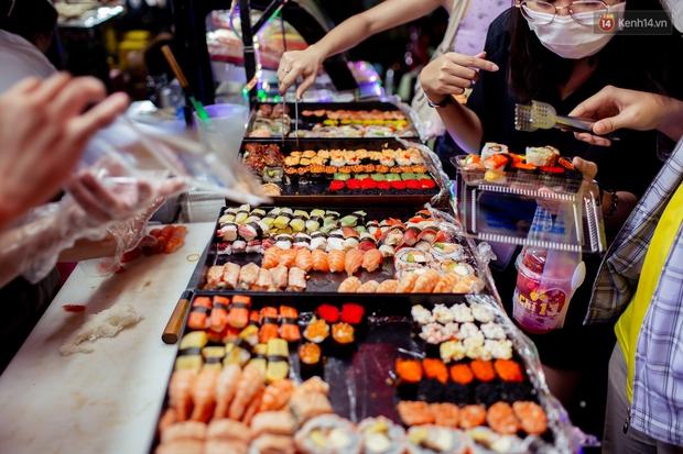 Gọi chợ Hồ Thị Kỷ là vũ trụ ăn uống giữa Sài Gòn vì muốn tìm món nào cũng có, ăn no ngập mặt mà tốn chưa tới 100k - Ảnh 34.