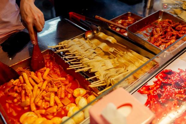 Gọi chợ Hồ Thị Kỷ là vũ trụ ăn uống giữa Sài Gòn vì muốn tìm món nào cũng có, ăn no ngập mặt mà tốn chưa tới 100k - Ảnh 37.