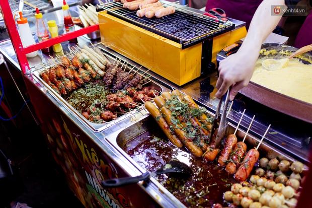 Gọi chợ Hồ Thị Kỷ là vũ trụ ăn uống giữa Sài Gòn vì muốn tìm món nào cũng có, ăn no ngập mặt mà tốn chưa tới 100k - Ảnh 35.