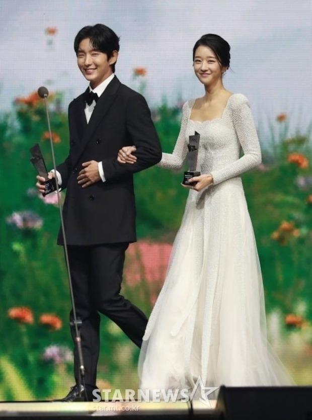 """Tình sử rối ren của """"điên nữ"""" Seo Ye Ji: Dính hint từ Yunho đến Lee Jun Ki, yêu anh họ Kim Soo Hyun rồi gây sốc vì mối tình kiểm soát chấn động - Ảnh 10."""