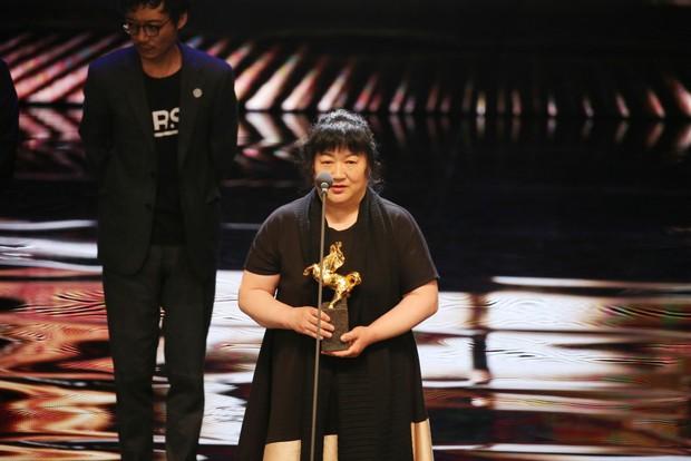 Phim Trung khiến đạo diễn treo cổ tự tử trước ngày công chiếu, vượt mặt Trương Nghệ Mưu thắng giải cao nhất - Ảnh 10.