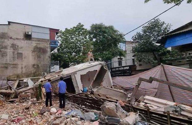Ảnh: Cận cảnh hiện trường vụ sập nhà 3 tầng do hàng xóm đào móng ở Lào Cai - Ảnh 1.