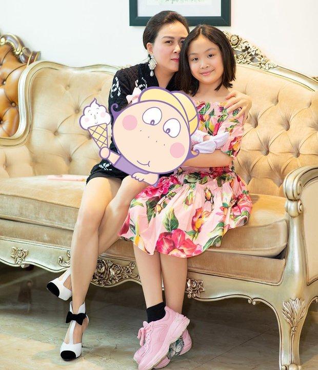 Con gái út Phượng Chanel nói thạo 2 ngôn ngữ, học trường quốc tế có mức học phí đắt nhất Hà Nội - Ảnh 1.