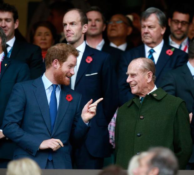 Hoàng tử Harry cuối cùng đã có mặt tại Anh để chịu tang ông nội, lần đầu tiên trở về quê hương sau hơn 1 năm rời bỏ gia tộc - Ảnh 1.