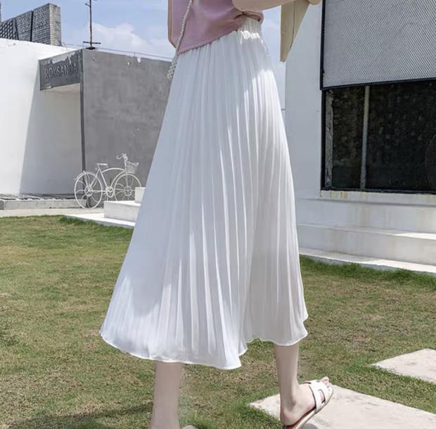 Linh Ka diện chân váy xinh hiền quá đỗi, bóc giá xong xỉu ngang vì quá là rẻ - Ảnh 2.