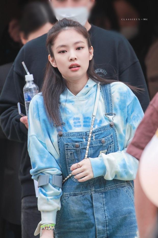 Quần Jennie mặc bỗng gây sốt nhưng fan tìm mỏi mắt chẳng biết hãng nào, sự thật phía sau khiến ai nấy chưng hửng! - Ảnh 7.